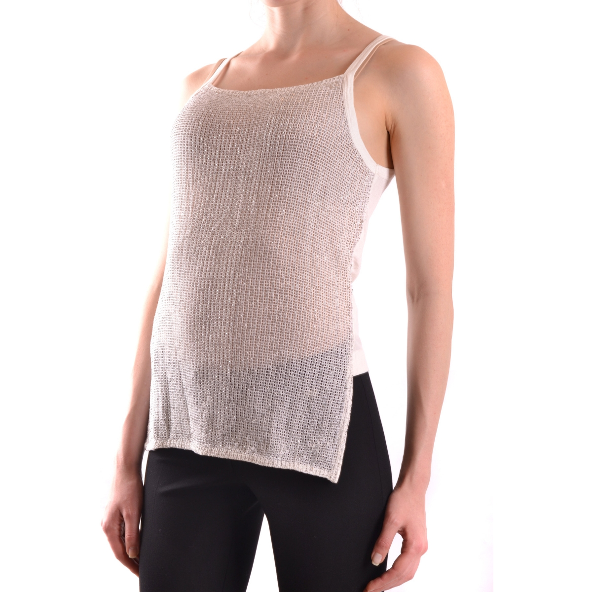 There is no limit to the ways you can wear this T-shirt. The extra-long length is great for coverage and laying, throw on over a tank or pull on a leather jacket and frayed jeans for an urban-chic loo.